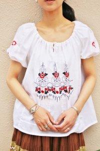 Vintage tunic 〜ホワイト×レッド&ブラック×フラワー刺繍〜